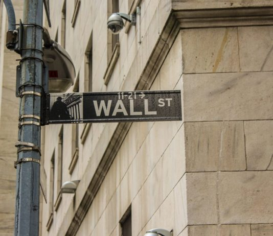 """JP Morgan Accepts Significant Bitcoin Customers Hours after """"Halving"""""""