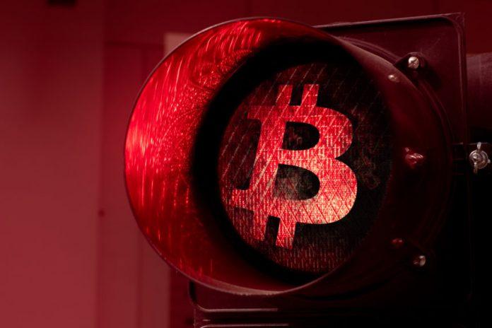 Bitcoin Breaks Below $9,000 as Sellers Invalidate Bullish Technical Pattern