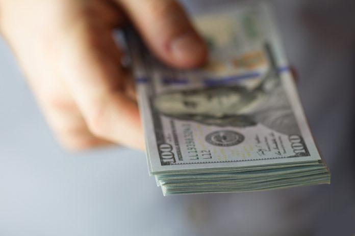 Bitcoin Handover to Rich Wallets Underway as Cost Decreases: Expert