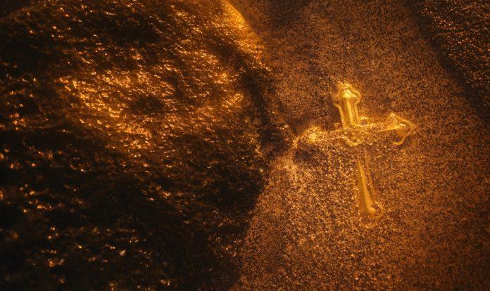 Chainlink Paints Golden Cross as BlockFi Announces LINK Assistance
